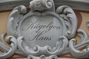 Über dem Eingang zum Kügelgenhaus in Dresden